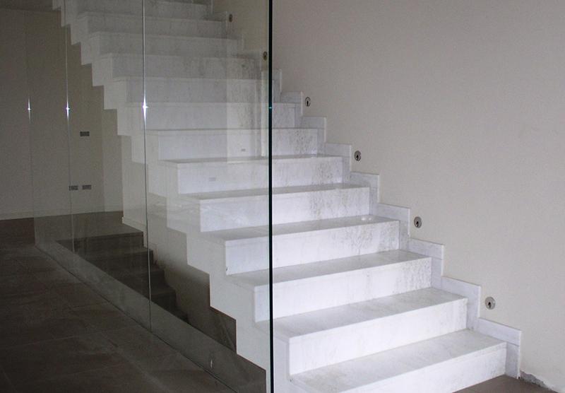 Lavorazione marmo edilizia graniti e pietre naturali spinelli marmi cesena - Scale in granito per interni ...
